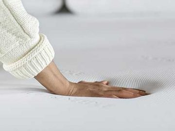 Tuft-&-Needle-mattress---touching-the-mattress
