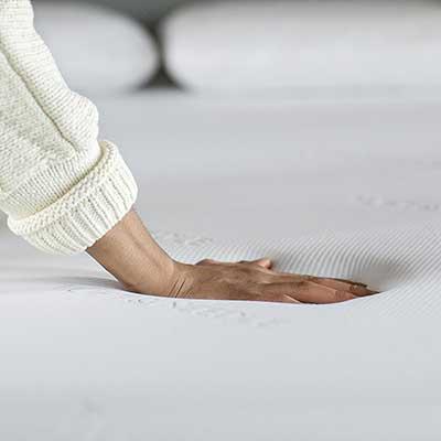 Tuft-&-Needle-mattress---touching-the-mattress